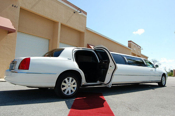 8 Person Lincoln Stretch Limo St Petersburg